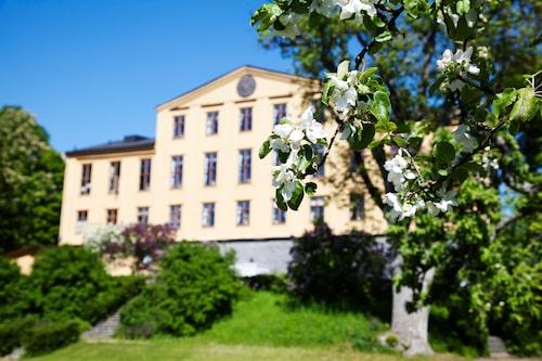På Krusenberg Herrgård kan du leva ut din dröm om att bo som de gör i Downton Abbey och Familjen Bridgerton.