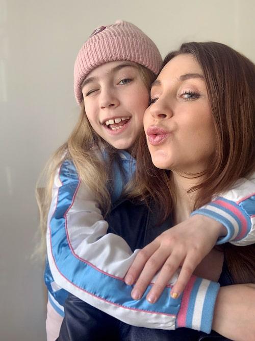 Både Maria och dottern Vera använder Skin Food.