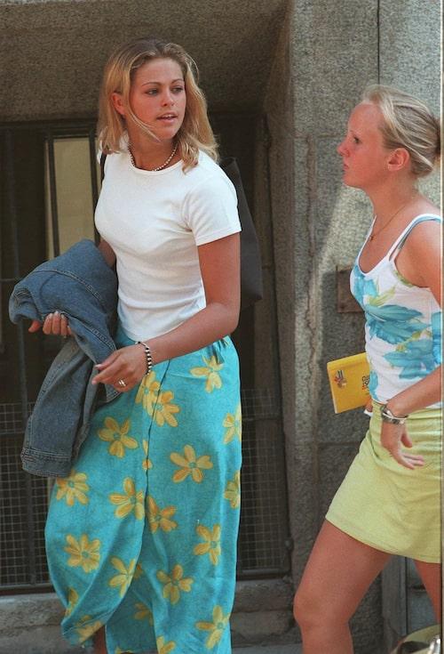 Prinsessan Madeleine anländer till Carlsson Enskilda gymnasium i Tegnerlunden för att hämta betyg från åttonde årskursen, 1997.