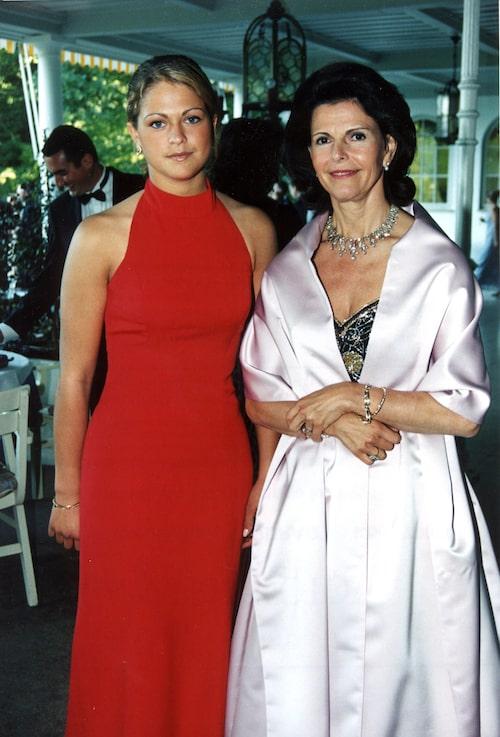 Prinsessan Madeleine på friherre Cornelius bröllop med drottning Silvia, 1998.