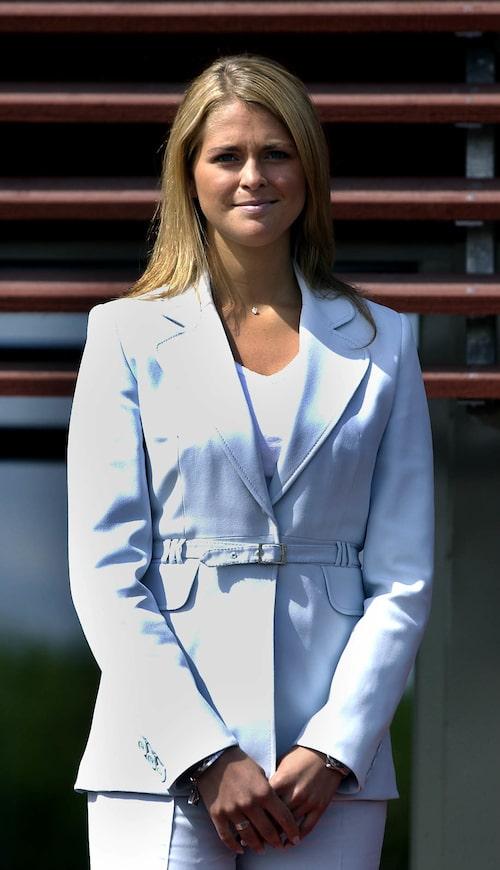 Prinsessan Madeleine inviger ett nytt hästsjukhus i Strömsholm, 2004