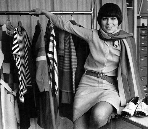 Gunilla Pontén fotograferad med en av sina kollektioner 1966.