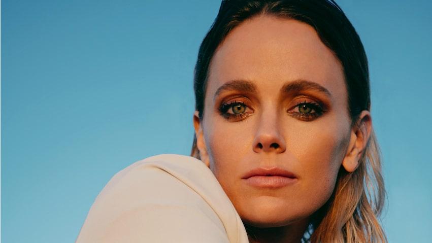 Nu flyttar den svenska skådespelaren Katia Winter hem till Europa efter många år i Hollywood.
