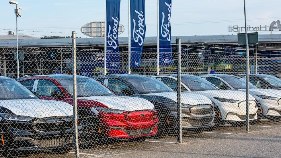 Antalet nybilsregistreringar i Sverige backade i augusti, men elbilarna, som den Ford Mustang Mach-E vi ser på bild här, gick framåt.