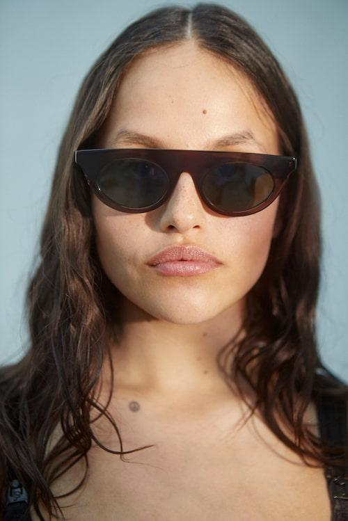 Solglasögon av acetat, 3780 kr, Oscar Magnusson.