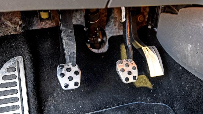Pedalen i mitten är kopplad till bromsar av samma typ som satt på gamla Volvo XC90!