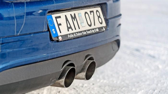 Avgassystemet på bilen är av högljudd sporttyp med större utblås. Dragkrok? Glöm det!