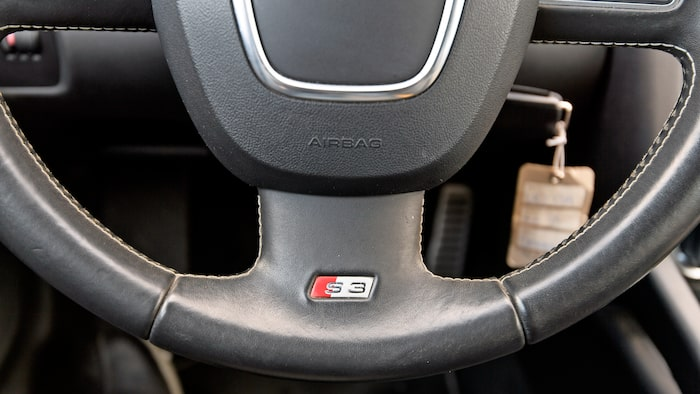 S3-emblem på ratt och växelspak påminner om att det inte är en vanlig A3 du sitter i.
