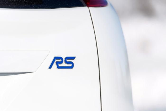 RS för Rallye Sport och är namnet på Fords prestandadivision som tidigare hette Ford Performance.