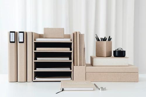 Ordning och reda är a och o för harmoniskt hem. Med fina tygklädda boxar kan du lätt skapa ordning och ett vackert intryck på samma gång. Från Bookbinders design.