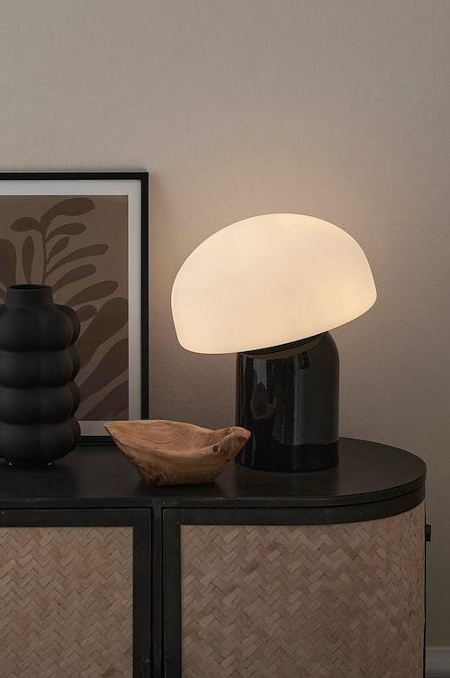 Bordslampa från Ellos Home.