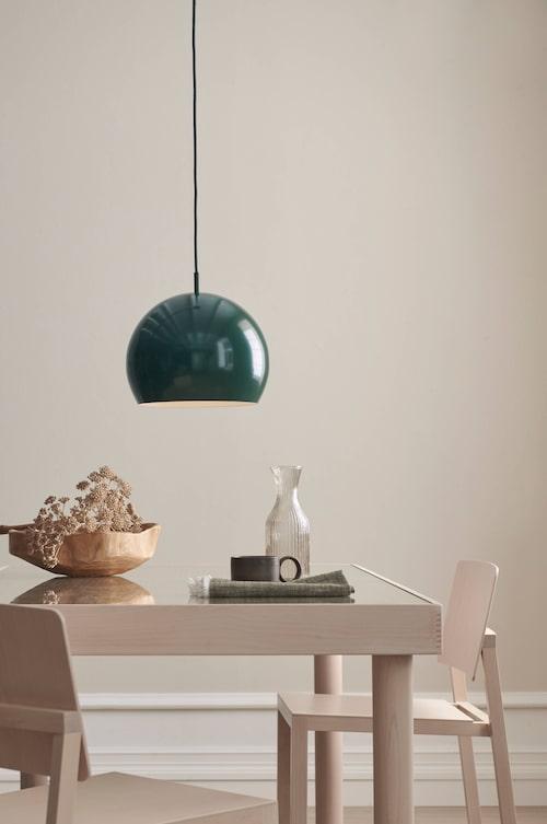 Trä och grönt – två starka trender som möts i Ellos Homes höstkollektion.