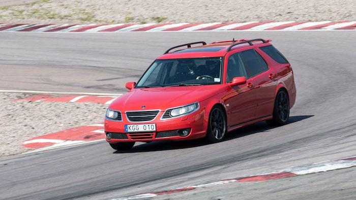 Saab 9-5 Kombi är en vanlig syn på våra trackdays, så även i år med Tommie Hernlund bakom ratten.