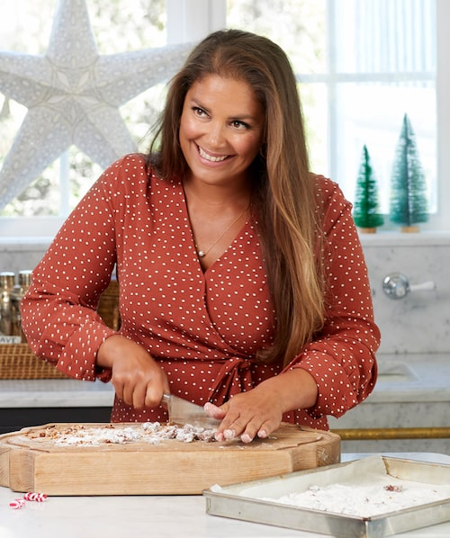Få saker signalerar jul så som doften av brända mandlar. Hacka och strö på glassen - supergott!