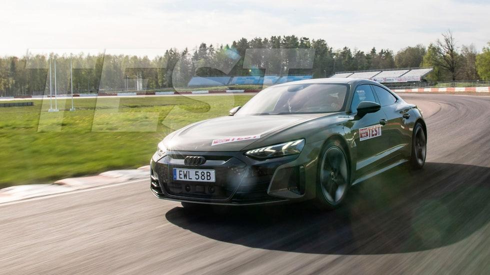 Vi testar Audi RS e-tron GT på båda bana och på vanlig väg.