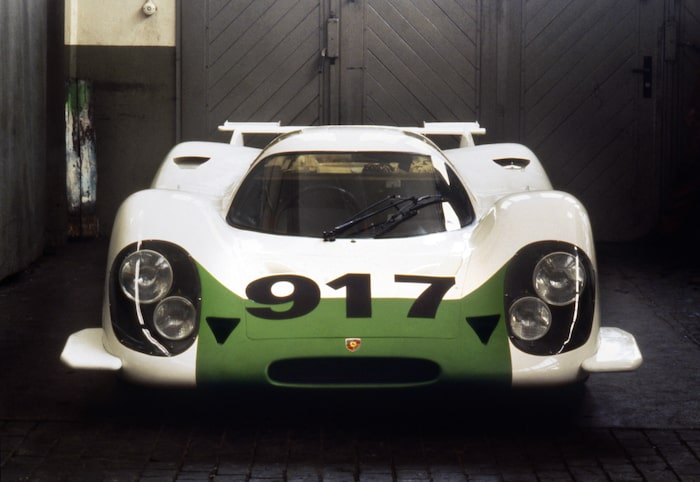 Presenterad vid Genève-salongen 1969 som Porsches utmanare i den nya sportvagnsklassen grupp 4. Den 21 april 1969 visade Porsche upp 25 färdigbyggda 917 i Zuffenhausen för representanterna från FIA – precis som reglerna föreskrev. Tävlingsframgångarna blev klart begränsade under första säsongen.
