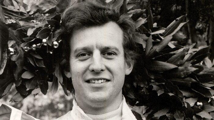 Jackie Oliver Ville egentligen inte köra sportvagn, satsade allt på F1. Trots detta vann han Le Mans 1969 med Ford GT40 och har fortfarande varvrekordet på Le Mans med en Porsche 917 LH som sattes 1971. Grundade senare Arrows F1-team och drev det i nästan 20 år.