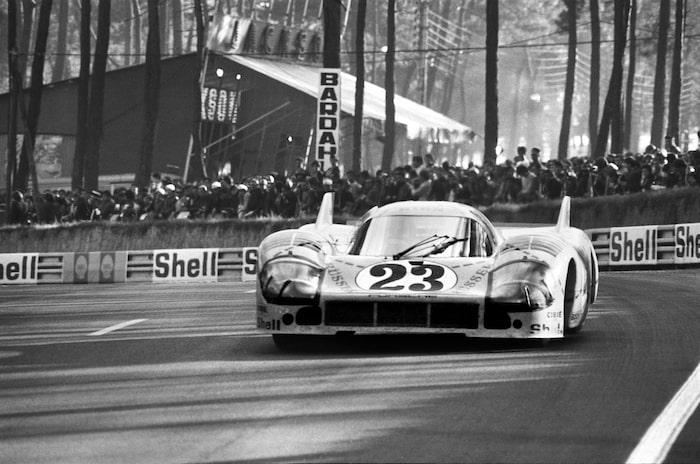 """917/20 Byggd i ett exemplar för Le Mans 1971. Framtagen tillsammans med franska konstruktionsbyrån SERA, för att kombinera det bästa från Kurz- och Langheck. Lackerades rosa och dekorerades med styckningsschema för en gris. Har gått till historien som """"The Pink Pig"""", """"Tjocka Berta"""" eller """"Tryffeljägaren från Zuffenhausen""""."""
