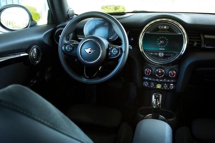 Runda former och snudd på optimal körställning, som vanligt i Mini.