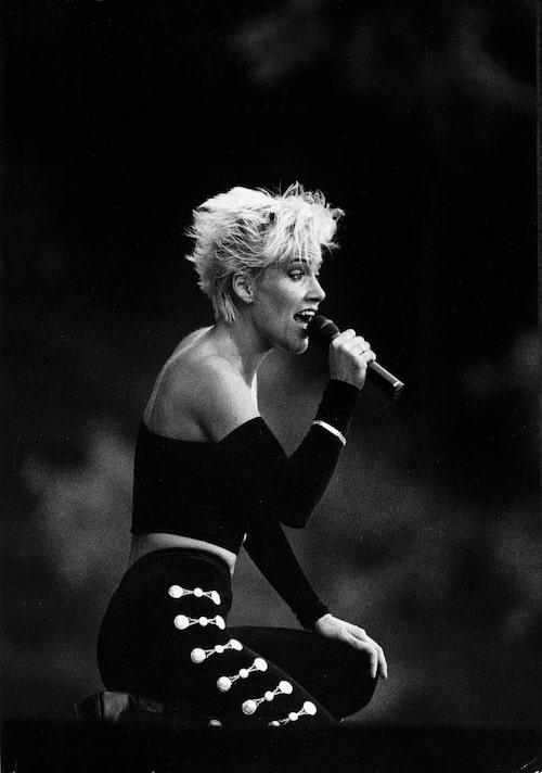 Marie Fredriksson på scen i början av 90-talet.