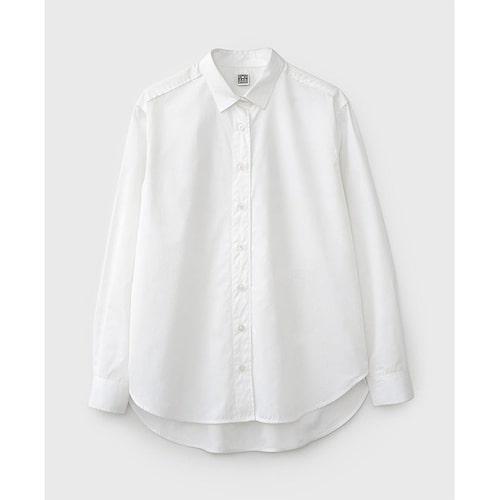 Oversized poplinskjorta från Totême. Klicka på bilden och kom direkt till plagget.
