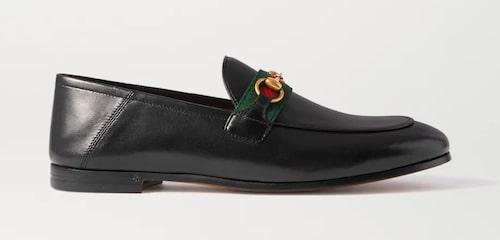 Svarta loafers från Gucci.