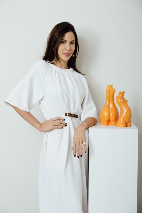 Sedan Love handles har Anissa Kermichie utvecklat mer keramikprodukter som tillbringare, ljusstakar och andra vaser med inspiration från främst kvinnokroppen.