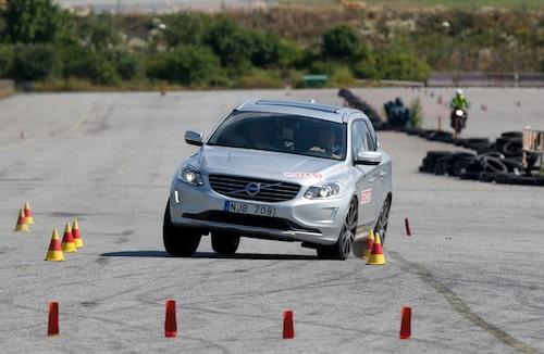 En besvikelse i älgtestet. Fyrhjulsdrivna XC60 är till och med sämre än XC60 med endast framhjulsdrift. Endast 66 km/h, en bit ifrån då godkända 70 km/h.