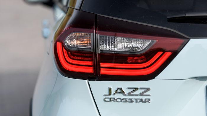 Vi testar Honda Jazz i Crosstar-utförandet, det vill säga modellversionen med högre markfrigång, plastdetaljer runt karossen, vattentätt interiörtyg och integrerade takrails.