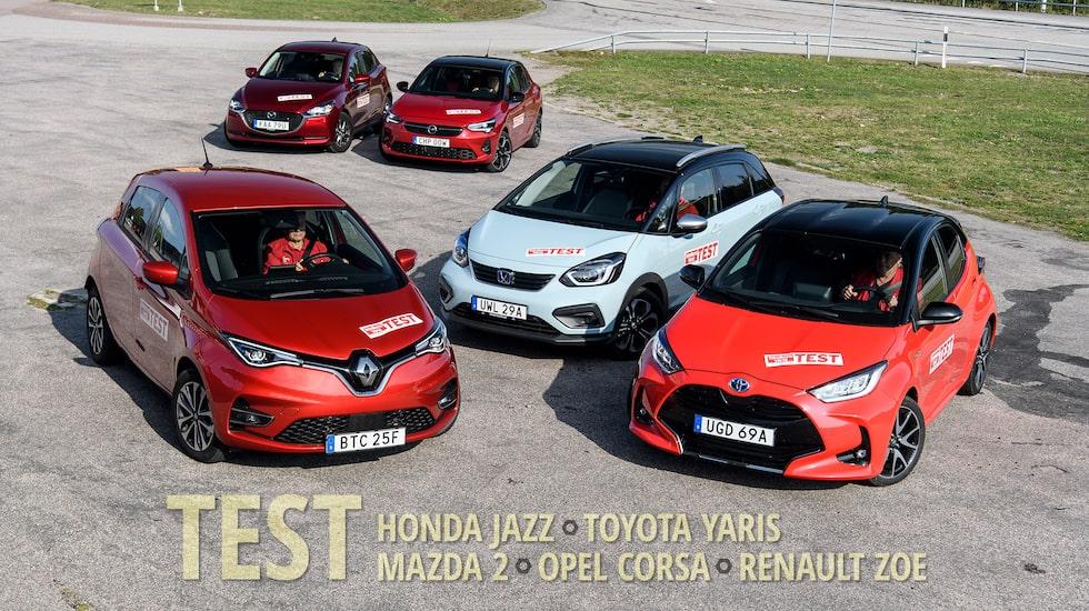 Nya Toyota Yaris Hybrid och nya Honda Jazz Crosstar mot nästan lika nya Opel Corsa och de lite äldre Renault Zoe och Mazda 2. En elbil och fyra bensinbilar.