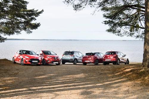Fem småbilar vid en sjö i Hälsingland. Alla intressanta på sitt vis, men bara en vinner dessa test, även om det är tajt i toppen.