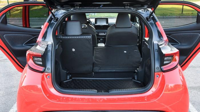 Som i alla bilar utom Honda Jazz uppstår en stor kant när baksätet fälls.