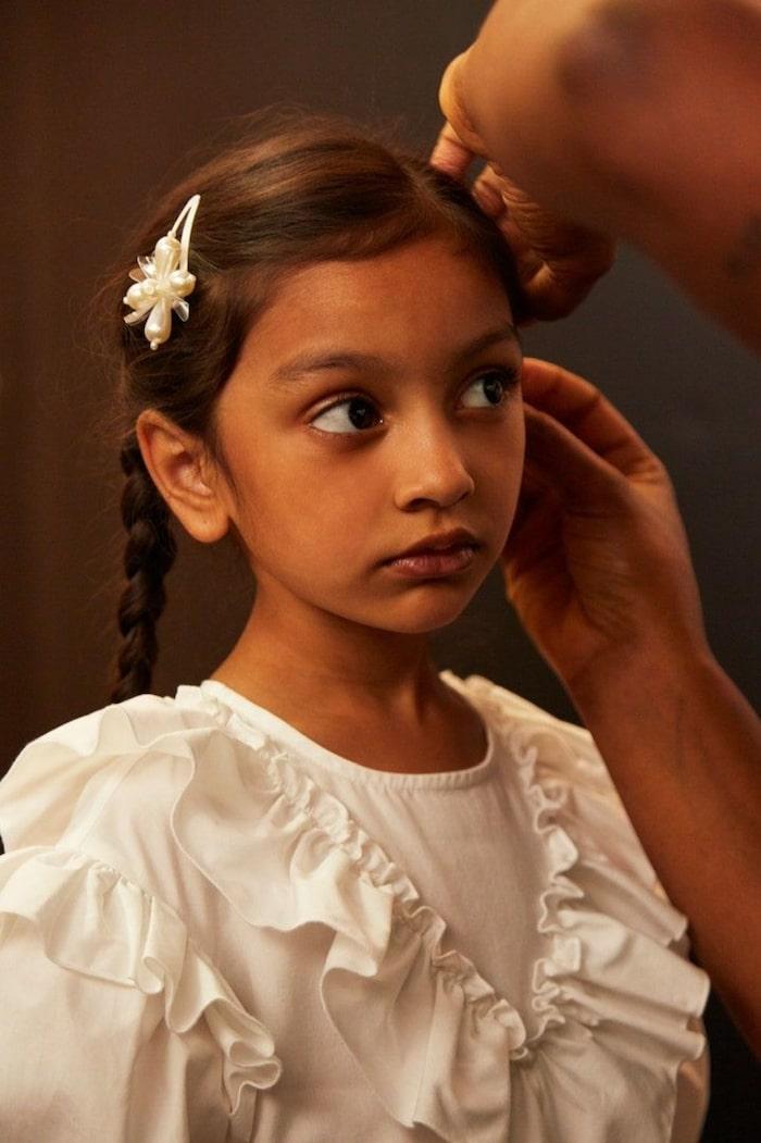 H&M:s designsamarbete med Simone Rocha innehåller även plagg för barn.