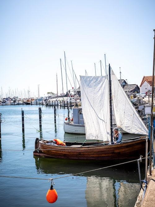 Söder om Rååns utlopp finns  en stor hamn för fritidsbåtar.