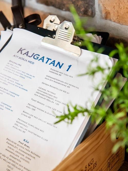 """""""Till restaurang Kajgatan 1 i Råå hamn går jag ibland på eftermiddagen och tar en kopp kaffe, eller så äter jag lunch eller middag här. De har god fisk som jag gillar mycket."""