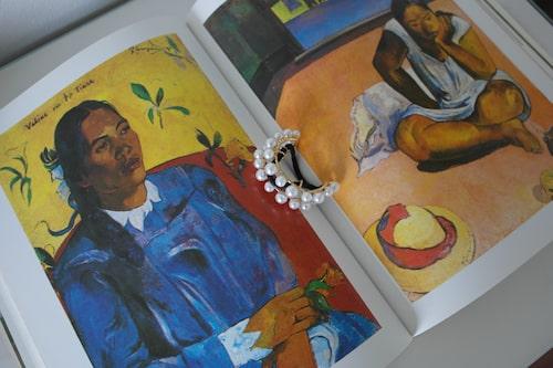 Hårband från Lelet Ny, bok om konstnären Paul Gauguin.
