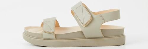 Fotriktiga sandaler med grov sula för dam 2021.