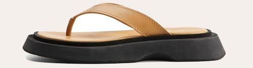 Fotriktiga flip flop-sandaler med grov sula 2021.