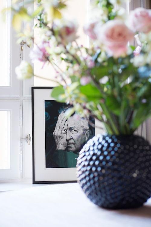Vasen Dagg från Svenskt tenn och fotografi av Sanna Sjöswärd.