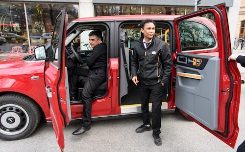 """De riktiga taxiförarna var försiktigt positiva till den nya taxibilen, """"känns lyxig""""."""