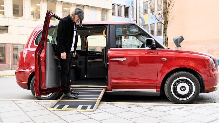 TX har en rullstolsramp inbyggd i golvet.