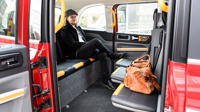 Sex personer ryms bekvämt och bagage kan lastas under fällstolarna eller där fram.