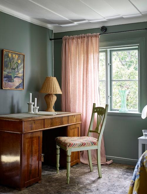 Det ståtliga skrivbordet som ägts av en advokat Svinhufvud är köpt på loppis.