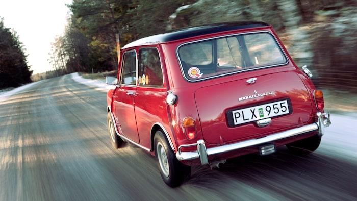 Trots sin litenhet, eller kanske tack vare, och trots allt ringa motoreffekt var det den här sidan som konkurrenterna i rally fick se av Mini. Mycket framgångsrik!