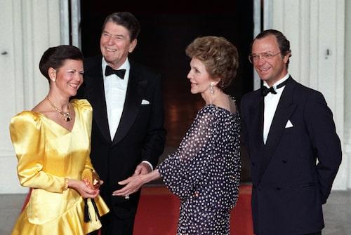 Drottning Silvia, USA:s president Ronald Reagan, USA:s första dam Nancy Reagan och Sveriges kung Carl XVI Gustaf träffas i Vita Huset i Washington DC under statsbesöket i USA 1988.