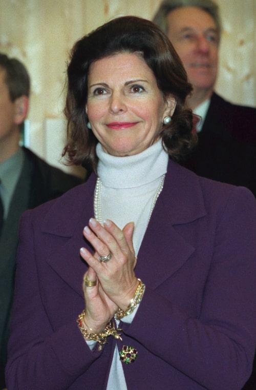Kungaparet på invigning av gymnastikhall. Kung Carl XVI Gustaf och drottning Silvia invigde Drottningholmsskolans nya gymnastikhall.
