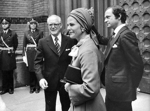 Talman Henry Allard, drottning Silvia och kung Carl XVI Gustaf utanför Klara kyrka i samband med riksmötets öppnande 1978.