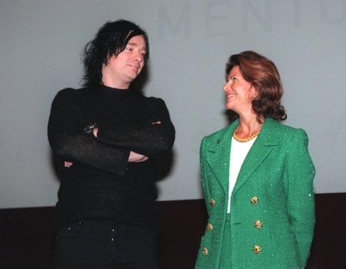 Regissören Jonas Åkerlund och Drottning Silvia delade ut priser till skolklasser som gjort Antidrog-kampanjfilm 1999.