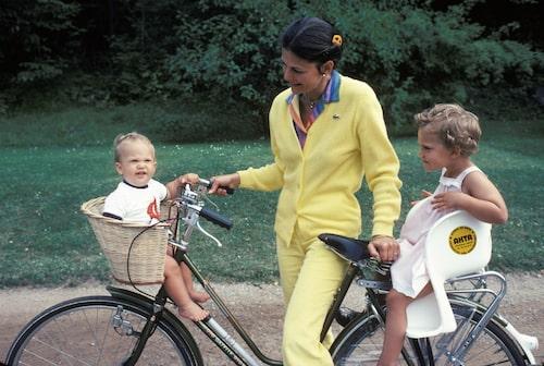 Kronprinsessan Victoria, drottning Silvia och prins Carl Philip Solliden, Öland 1980