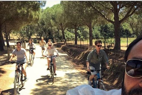 Hela stora bonusfamiljen på cykel i Provence.